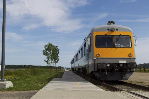 Le train léger arrive en gare à Baie-Saint-Paul (Le Soleil, Caroline Grégoire)