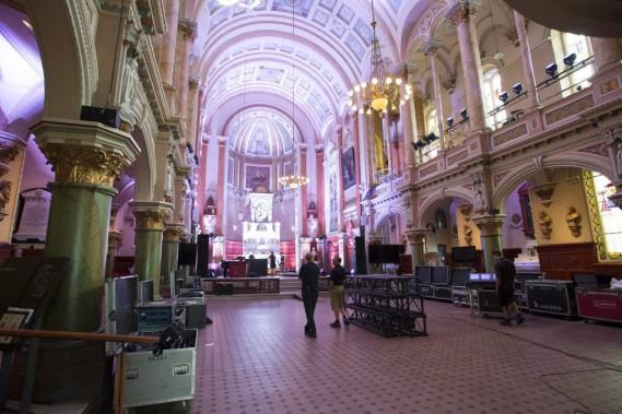 Le mariage a été célébré dans la chapelle laïque du Musée de l'Amérique francophone. (PHOTO JACQUES BOISSINOT, LA PRESSE CANADIENNE)