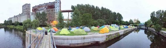 Rare occasion dès le premier soir du Défi kayak, celle de camper dans le Vieux-Port de Montréal. (Jean-Sébastien Massicotte, collaboration spéciale)