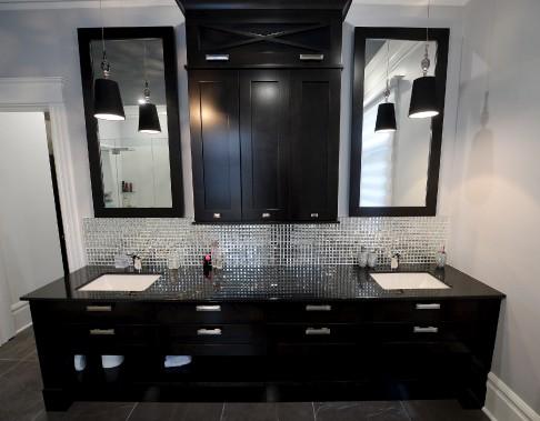 Le meuble-lavabo de la salle de bains privée des propriétaires (Le Soleil, Erick Labbé)