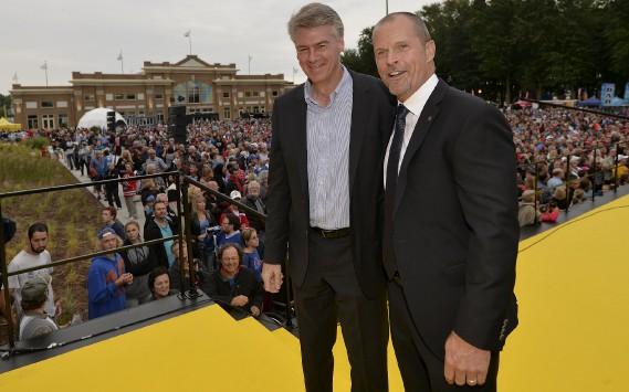 Dave Pichette et Steven Finnsur le tapis jaune (Le Soleil, Pascal Ratthé)