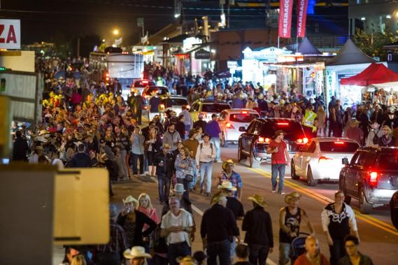 Des milliers de personnes avaient déjà envahi les rues de Saint-Tite, vendredi, pour l'ouverture de la 48e édition du Festival western. (Photo: Olivier Croteau, Le Nouvelliste)