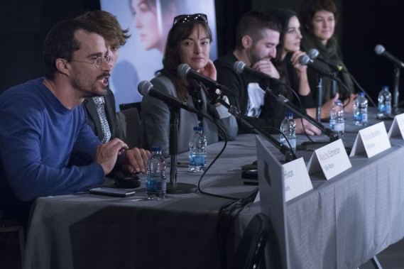 L'équipe du film à la conférence de presse. ()