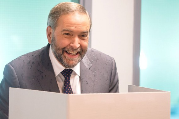 Le chef néo-démocrate Thomas Mulcair a voté par anticipation, vendredi, à Montréal. (La Presse Canadienne, Ryan Remiorz)