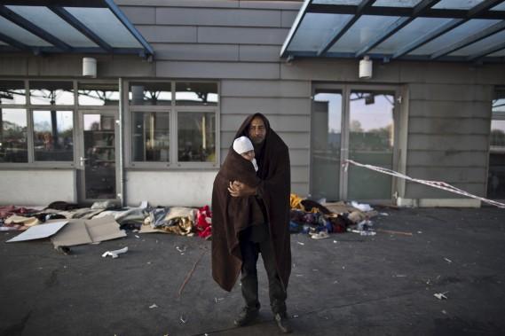 Nous avons vu la mort, nous voulons seulement vivre. Simplement une vie avec un toit et un abri. Nos vies sont finies, ce qui importe, ce sont nos enfants. (AP, Muhammed Muheisen)