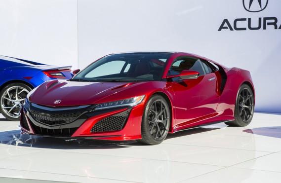 <strong>Acura NSX — À partir de 175 000 $ (estimation)</strong> Ce modèle qui a marqué l'arrivée d'Acura dans la catégorie des voitures exotiques revient après une absence de 10 ans. (Photo fournie par Acura)