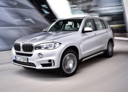 <strong>BMW X5 xDrive 40e — Prix non dévoilé</strong> Ce VUS de BMW se verra bonifié d'une version hybride rechargeable, mû par un quatre-cylindres turbo de 241 chevaux et un moteur électrique équivalent à 111 chevaux. (Photo fournie par BMW)