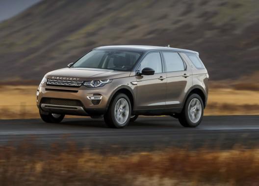 <strong>Land Rover Discovery Sport — À partir de 41 490 $</strong> Fini le LR2 et ses formes carrées. Le Discovery Sport reprend des lignes qui ressemblent au Range Rover Evoque, mais en plus haut. (Photo fournie par Land Rover)