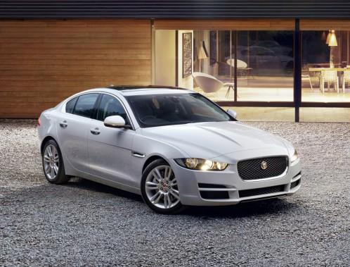 <strong>Jaguar XE — À partir de 45 000 $ (estimation)</strong> La nouvelle «petite» berline de Jaguar essaiera de faire oublier la X-Type, éteinte il y a six ans. Deux motorisations (quatre et six-cylindres) propulseront ce modèle. (Photo fournie par Jaguar)