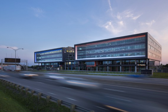 Centre d'Affaires Henri IV, 1015-1035, avenue Wilfrid-Pelletier, arrondissement de Sainte-Foy-Sillery-Cap-Rouge, dans la catégorie Construction neuve (Photo Stéphane Groleau)