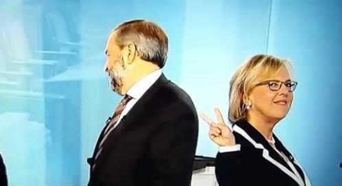 Un petit signe de la victoire d'Elizabeth May, à la suite du premier débat en français. (Image tirée d'une vidéo)