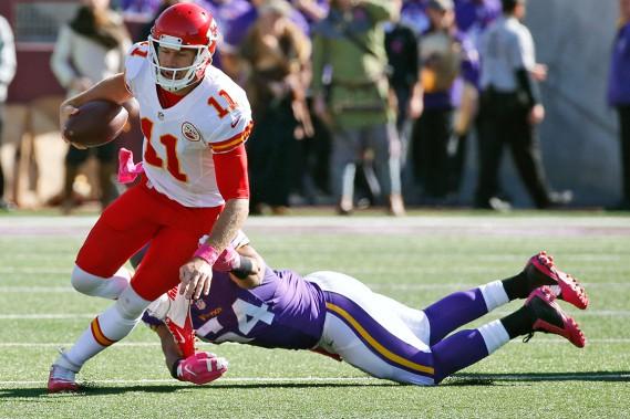 La défensive des Vikings a été sans pitié pour le quart Alex Smith et les Chiefs de Kansas City, dimanche. Les Vikings l'ont emporté 16-10. (AP, Ann Heisenfelt)