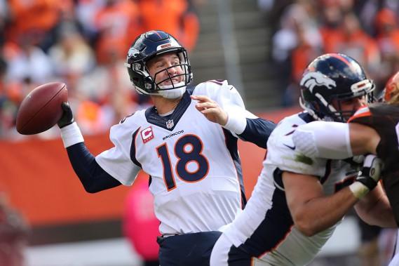 Peyton Manning, qui a lancé sept passes de touché contre 10 interceptions cette saison, a été 26en 48 pour 290 verges de gains et un touché, dimanche. (AP, Aaron Josefczyk)
