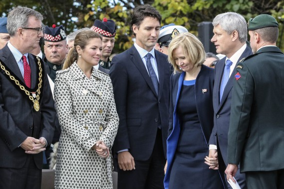 Jim Watson, Sophie Gregoire, Justin Trudeau, Laureen Harper et Stephen Harper étaient réunis pour la cérémonie. (Patrick Woodbury, LeDroit)