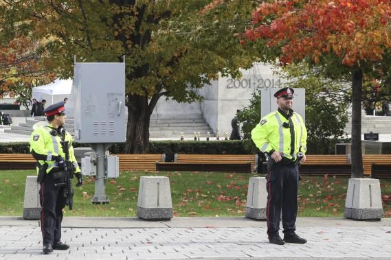 La cérémonie s'est déroulée sous haute surveillance policière. (Patrick Woodbury, LeDroit)