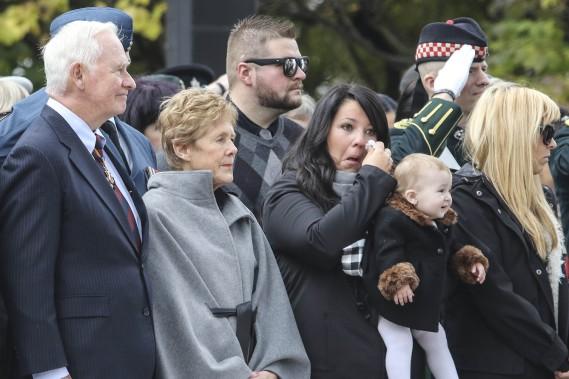 La cérémonie a été émouvante pour les proches du caporal Nathan Cirillo. (Patrick Woodbury, LeDroit)