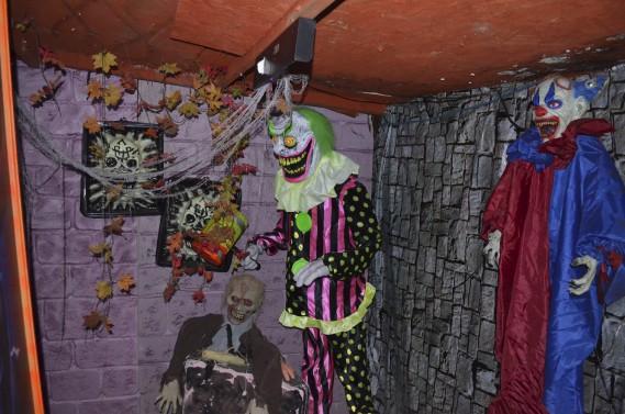 Dans la Maison en bas de la côte, on retrouve des secteurs pas très rassurants comme celui des clowns démoniaques. (Photo Le Quotidien, Louis Potvin)