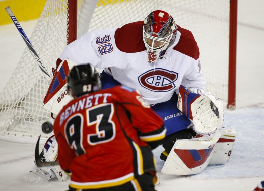 Le gardien Mike Condon stoppe un tir de Sam Bennett, en première période. (Photo Jeff McIntosh, PC)