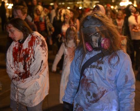 La Marche des zombies sur la rue Saint-Jean (Le Soleil, Yan Doublet)