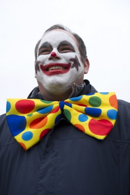 Robert Bytrum s'est déguisé en clown plutôt effrayant. (Martin Roy, LeDroit)