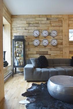 Les planches de bois de palette recyclées et planées donnent un côté chaleureux à ce repère urbain. (Le Soleil, Jean-Marie Villeneuve)