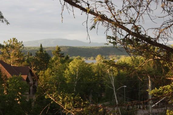 Vue imprenable sur le Fjord du Saguenay et les Monts-Valin. (Courtoisie Édith Harvey)