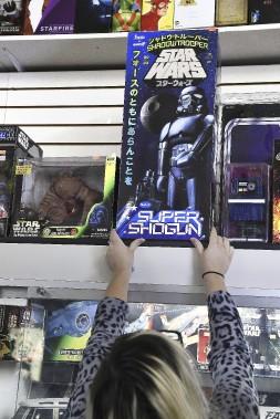 Grand nombre de collectionneurs achètent sans même déballer la boîte, en espérant que leur valeur augmentera au fil du temps. (AFP, Robyn Beck)