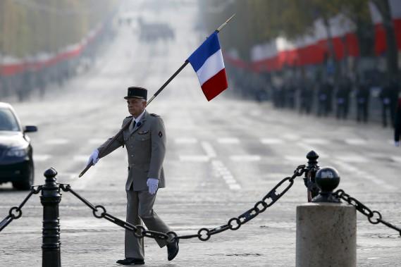 À l'Arc de triomphe de Paris, en France (Photo AP, François Mori)