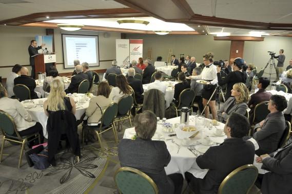 Le propriétaire de Groupe Capitales Médias (GCM) était de passage devant les membres de la Chambre de commerce du Saguenay, mercredi midi. (Photo Le Quotidien, Rocket Lavoie)