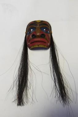 Masque huron <em>Le gardien de la porte</em>, en référence au masque qui était placé à la porte est des maisons longues pour protéger des mauvais esprits. 29,95 $ à la boutique Raquettes et artisanat Gros-Louis (Le Soleil, Caroline Grégoire)