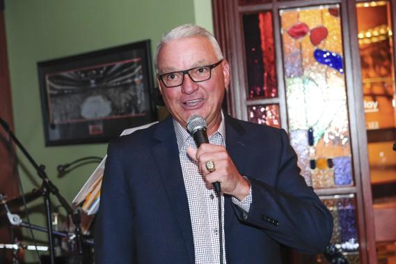 Mario Tremblay était présent, hier, pour un souper marquant les 35 ans du restaurant-bar portant son nom sur la rue Collard, à Alma. (Photo Le Quotidien, Gimmy Desbiens)