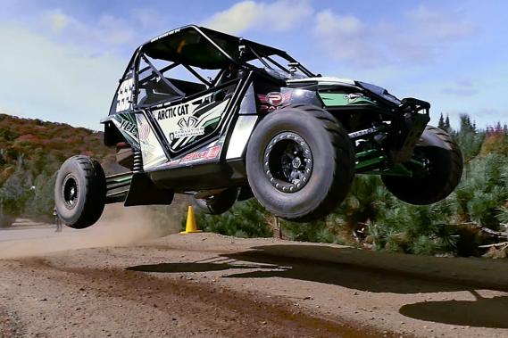 Les sauts sur les tracés de rallycross sont mieux adaptés aux autoquads que ceux que l'on retrouve sur les pistes de motocross, où se déroulaient jusqu'à ce jour la majorité des courses d'autoquads. (Photo fournie par André Rousseau)