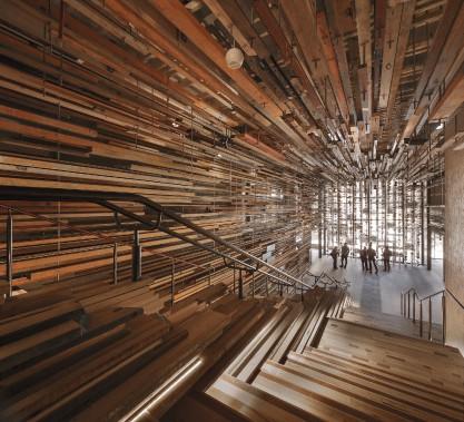 Hotel Hotel, à Canberra, en Australie, a reçu le titre d'Intérieur de l'année 2015, au INSIDE - World Festival of Interiors de Singapour, début novembre. Créé par March Studio, le design est caractérisé par une «entrée fragmentée», constituée de poutres fracturées qui composent un tunnel menant les clients de la réception aux espaces principaux de l'hôtel. (Fournie par March Studio)