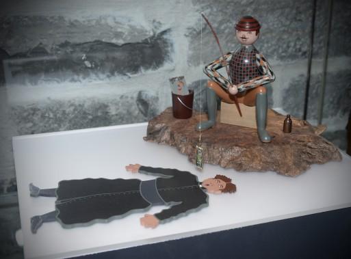 Marie-Annick Viatour et Gaétan Berthiaume conçoivent et fabriquent des marionnettes, des jouets en bois, des objets articulés et des sculptures depuis 1992. Cette oeuvre nommée <em>À la pêche au curé</em> leur a été inspirée par le conteur Fred Pellerin. (Le Soleil, Jean-Marie Villeneuve)