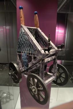 L'artiste-céramiste et muraliste Maurice Savoie a créé, pour sa série Les engins, des constructions imaginaires de véhicules s'inspirant des machines utilisées dans le monde industriel. (Le Soleil, Jean-Marie Villeneuve)
