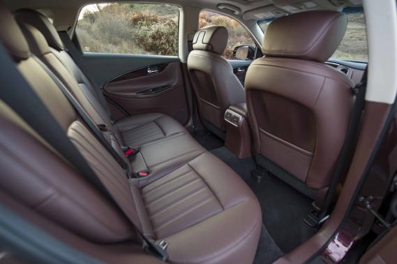 Les places arrière de l'Infiniti QX50 sont désormais nettement plus spacieuses. (Photo fournie par Infiniti)