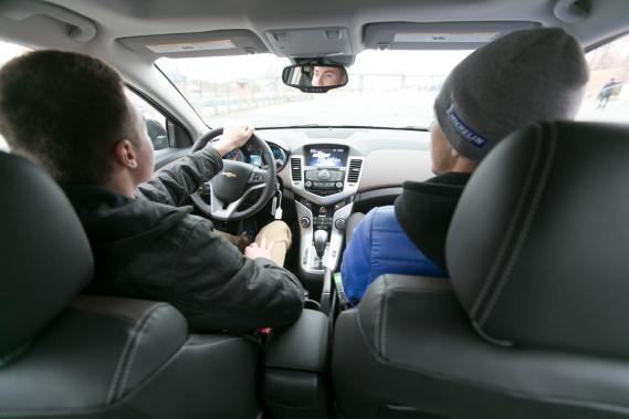 Avant qu'ils puissent faire démarrer le moteur, les instructeurs distribuent de nombreux conseils à leurs élèves. (Photo François Roy, La Presse)