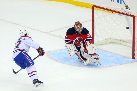 Sven Andrighetto marque le but de la victoire en tirs de barrage. (PHOTO ED MULHOLLAND, USA TODAY)