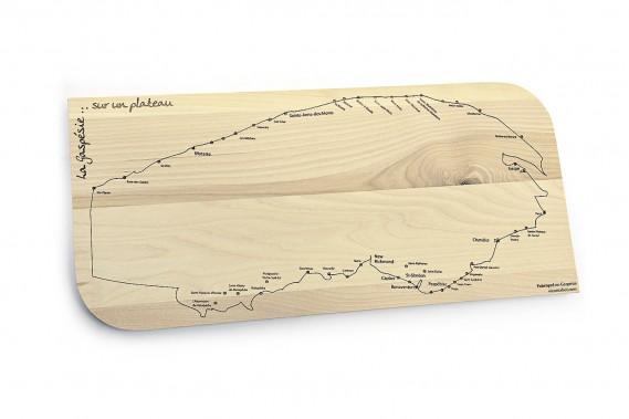 La Gaspésie sur un plateau... Tous ceux qui aiment longer la côte, bien manger et encourager l'artisanat local apprécieront cette planche (34,99 $) signée Rabot-D-Bois. Elle est l'oeuvre de l'ébéniste David-Yan Auclair de Sainte-Anne-des-Monts. Information et commande : <strong>rabotdbois.com</strong><strong></strong> (Le Soleil, Patrice Laroche)