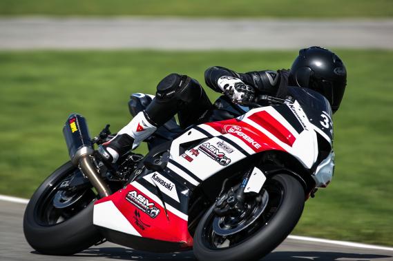 Les occasions de faire de la piste à moto sont assez nombreuses au Québec. Chez ASM Motosports, il y a 15 séances de piste par année, soit 5 à 6 week-ends et une dizaine de jours de semaine. Il est aussi possible de faire de la piste sur les circuits de Mont-Tremblant, ICAR, Sanair, Mécaglisse et Montmagny. (Photo Hugo-Sébastien Aubert, La Presse)