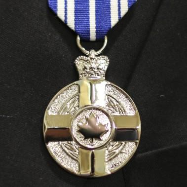 La décoration pour service méritoire a été décernée à 43 individus d'exception vendredi. (Patrick Woodbury, LeDroit)