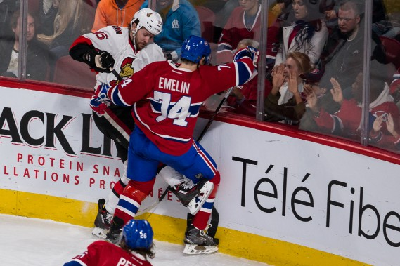 Alexei Emelin met solidement en échec Zack Smith.  (PHOTO ULYSSE LEMERISE, COLLABORATION SPÉCIALE)