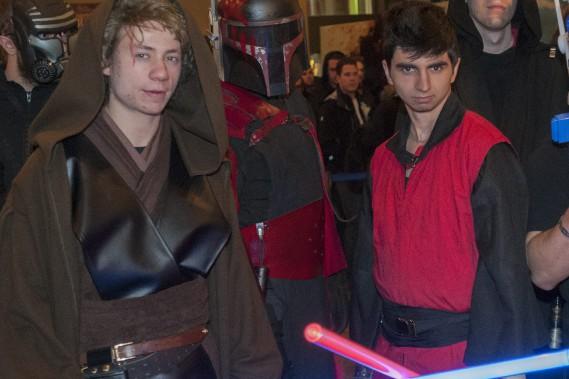 Une quinzaine de passionnés ont assisté à la première représentation saguenéenne de <em>Star Wars: Le Réveil de la force</em> costumés en personnages de la saga. (Photo Le Quotidien, Michel Tremblay)