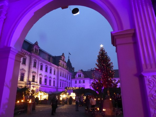 Le marché de Noël tenu sur les terrains du château von Thurn und Taxis, à Ratisbonne, attire de nombreux visiteurs même s'il est un des rares où il faut débourser un prix d'entrée. (Collaboration spéciale)