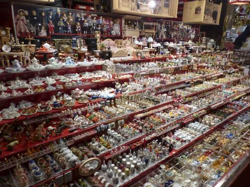 Autant en Bavière qu'en Alsace, les marchands de Noël proposent de nombreuses miniatures pour assembler ses propres décorations. Celui-ci logeait à Nuremberg. (Collaboration spéciale)