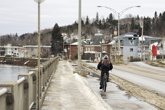 Le vélo est encore un bon moyen de transport avec de telles conditions. (Photo Le Quotidien, Mariane L. St-Gelais)