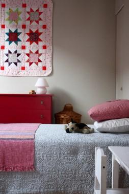 La chambre de la fille de Claudia, où elle tente d'éviter le superflu. (Claudia Lavallée)