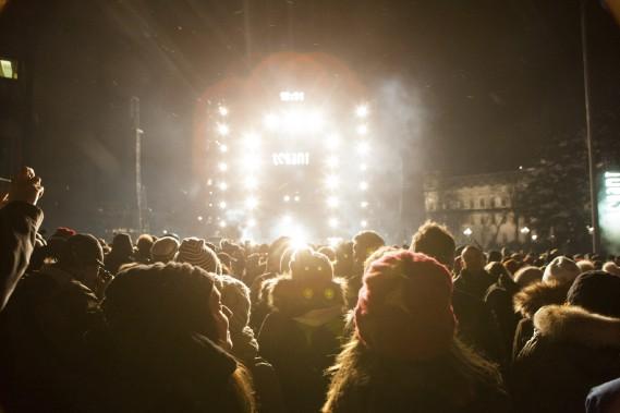 La foule est devenue plus dense à l'approche du décompte. (Le Soleil, Caroline Grégoire)