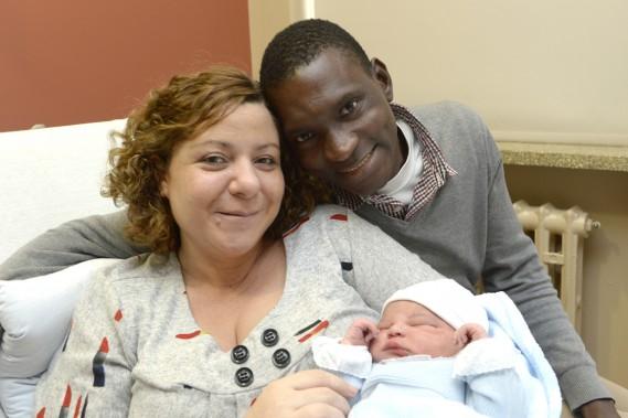 Diana Bravo et Siaka Dole sont les parents de Javier, né à 00h13, vendredi. (Photo Bernard Brault, La Presse)