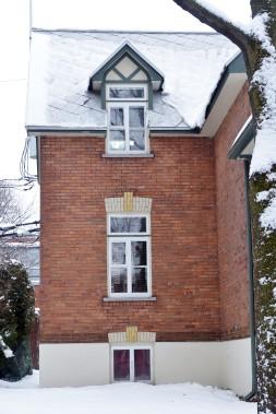 Les murs de brique ont été nettoyés, le toit de tôle à la canadienne, repeint, un nouveau crépi a été posé sur la partie visible des fondations qui ont été imperméabilisées. (Le Soleil, Jean-Marie Villeneuve)